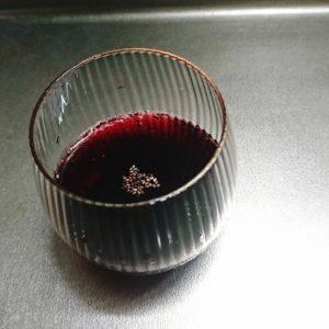 赤ワインにチアシード