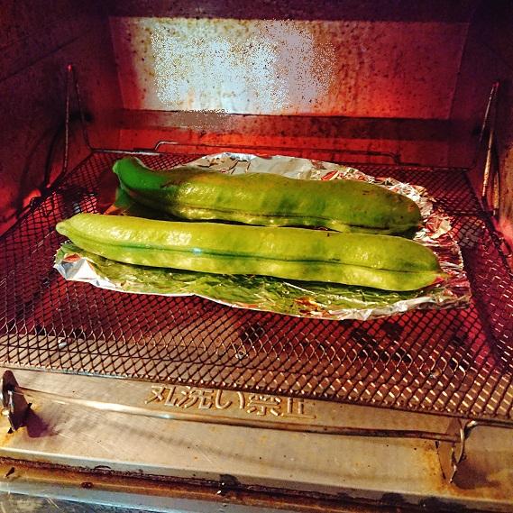 さやごと洗ったそら豆をオーブントースターで焼く