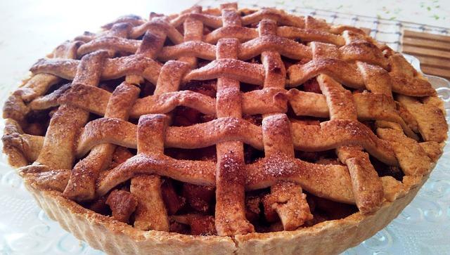 焼きたての手作りアップルパイ