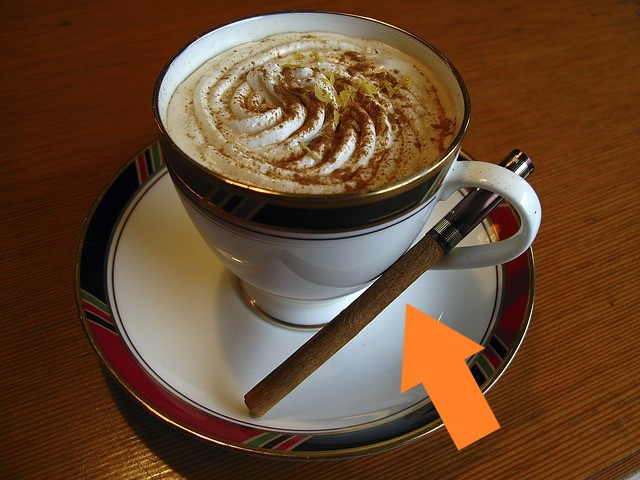 シナモンスティック添えウィンナーコーヒー