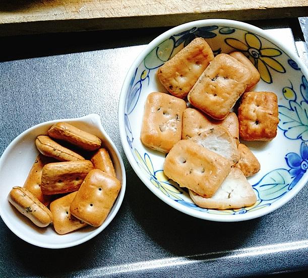 乾パンとふやかした乾パン