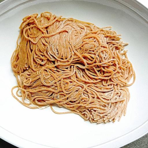 ベースパスタのアジアンの麺の様子