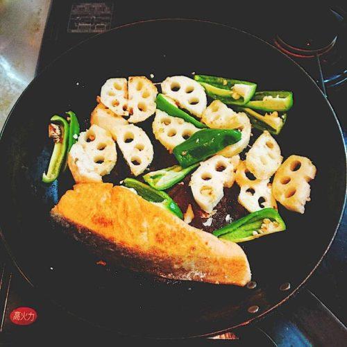 鮭と蓮根のスパイス炒め