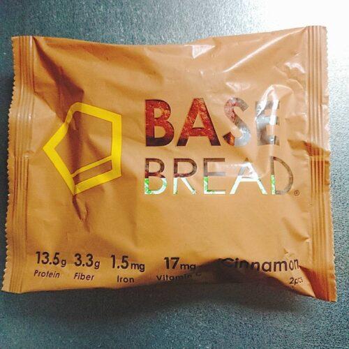 ベースフードのシナモンフレーバーの甘い系パンのパッケージ